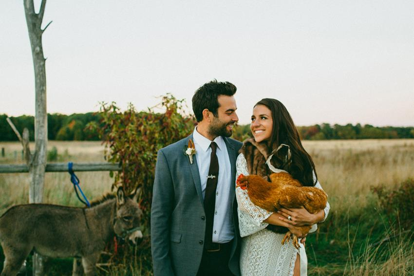 Boho chic farm wedding in Michigan | Greenvelope ecofriendly invites + photography by Caroline Ghetes
