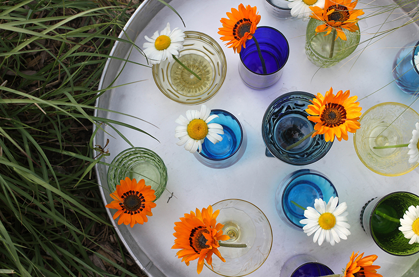 Outdoor Entertaining Essentials | Statement glassware and simple florals