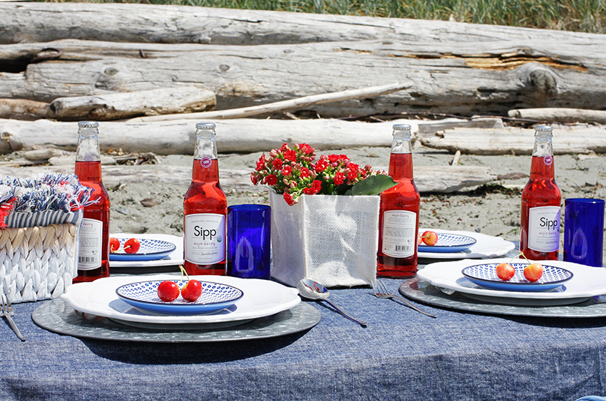 4th of july picnic on the beach | inspiration on the Greenvelope.com blog