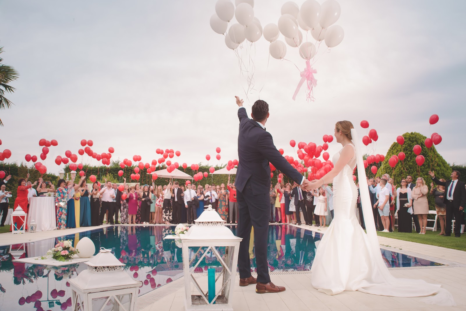 When to send save the dates: bride, groom, and wedding guests release balloons