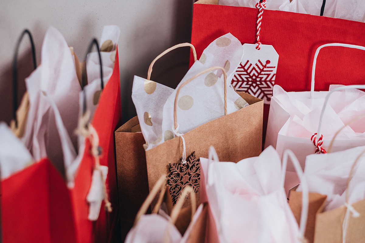 Holiday card messages: Christmas gift bags