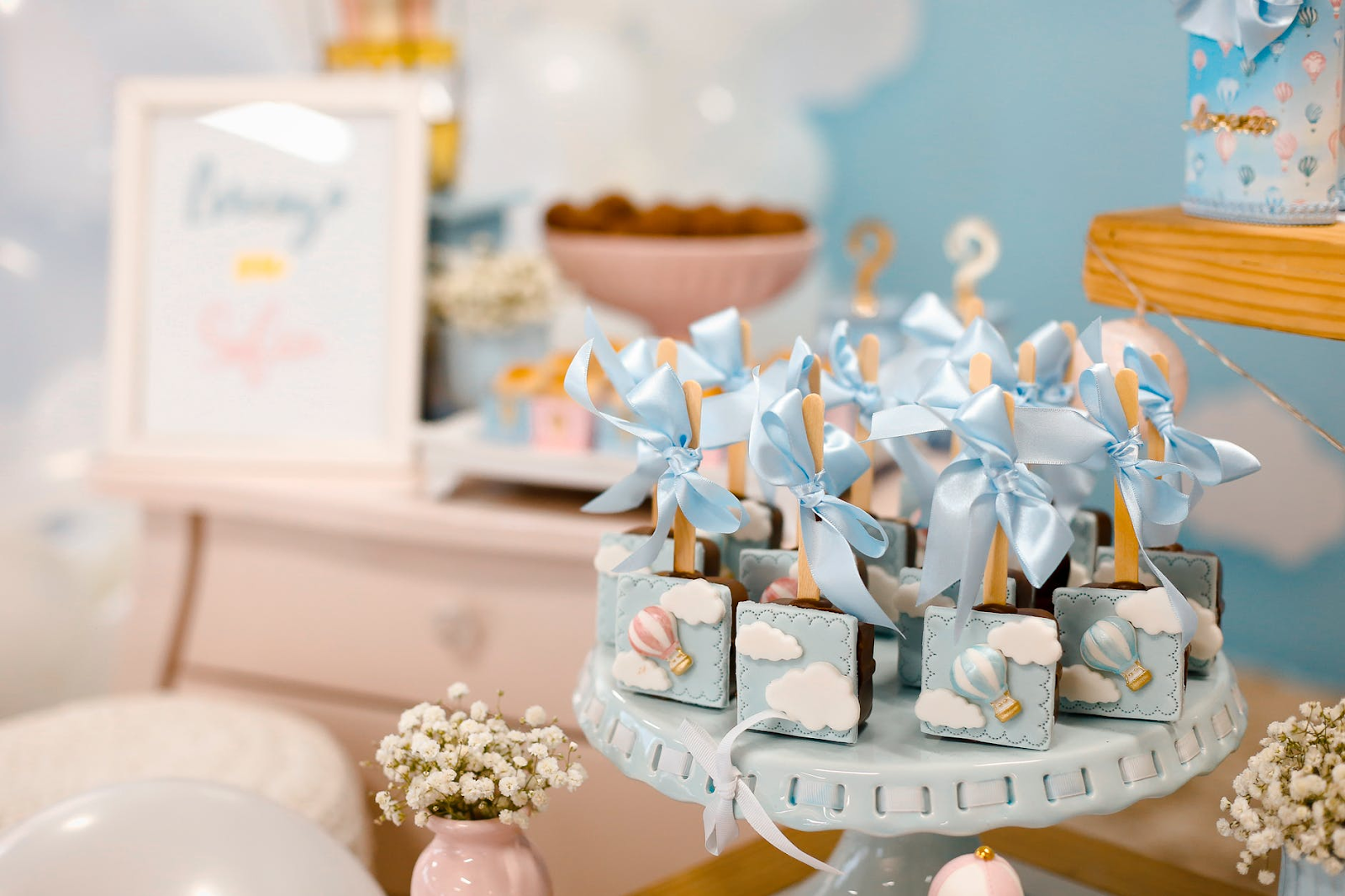 Baby shower invitations for boys: blue party favors at a baby shower
